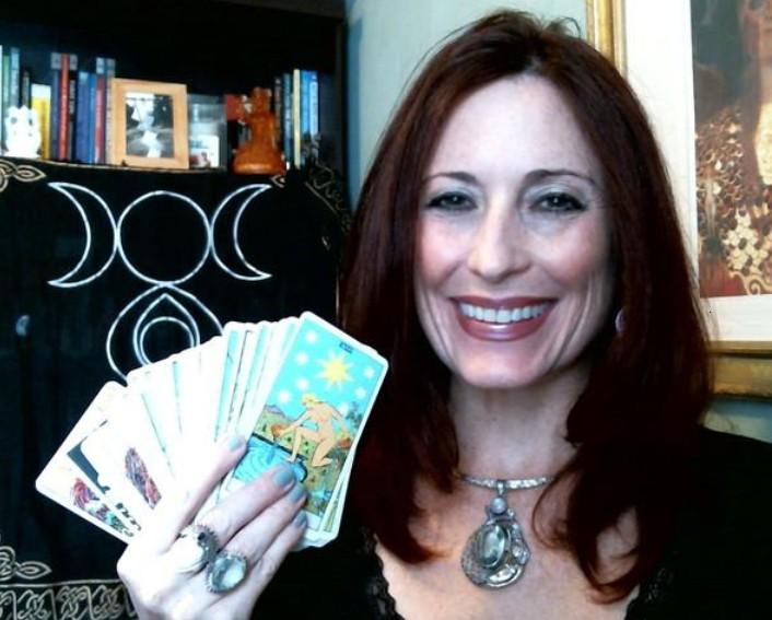 Goddess Tarot is an amazing Tarot Card Reader
